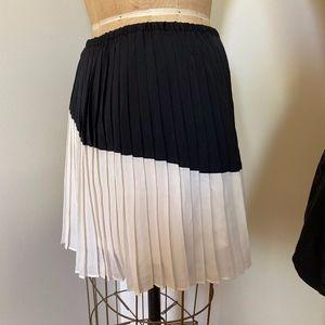 Banana Republic black and cream skirt